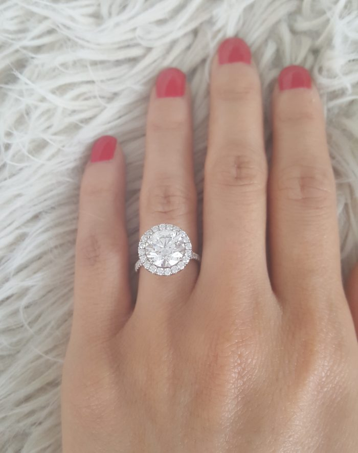 halo engagement ring round