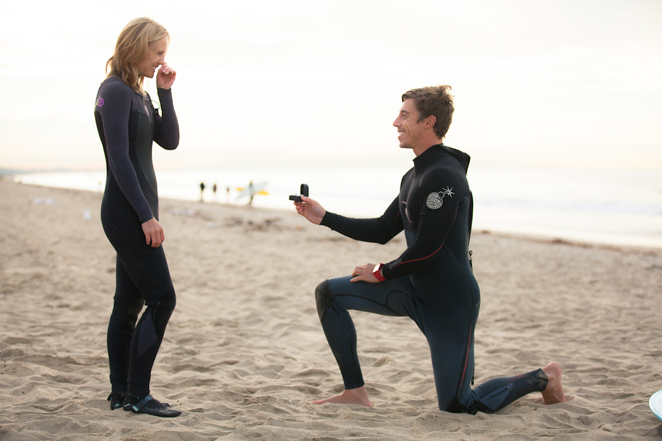 Surfing Marriage Proposal _ Cool Marriage Proposal Ideas_1250