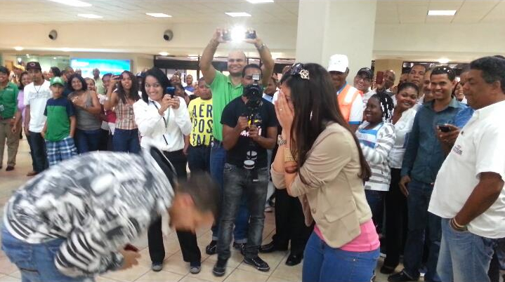 marriage proposal at airport