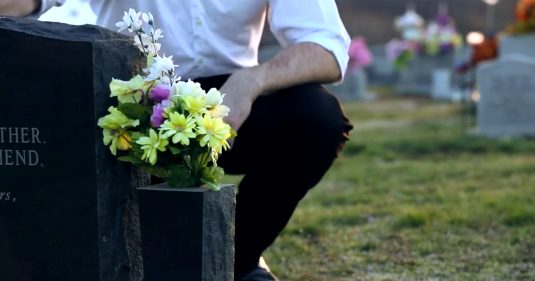Image 4 of Man Goes to Girlfriend's Father's Grave to Share His Proposal Plans
