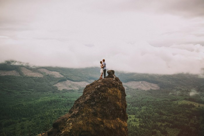 oregon-outdoor-engagement-couple