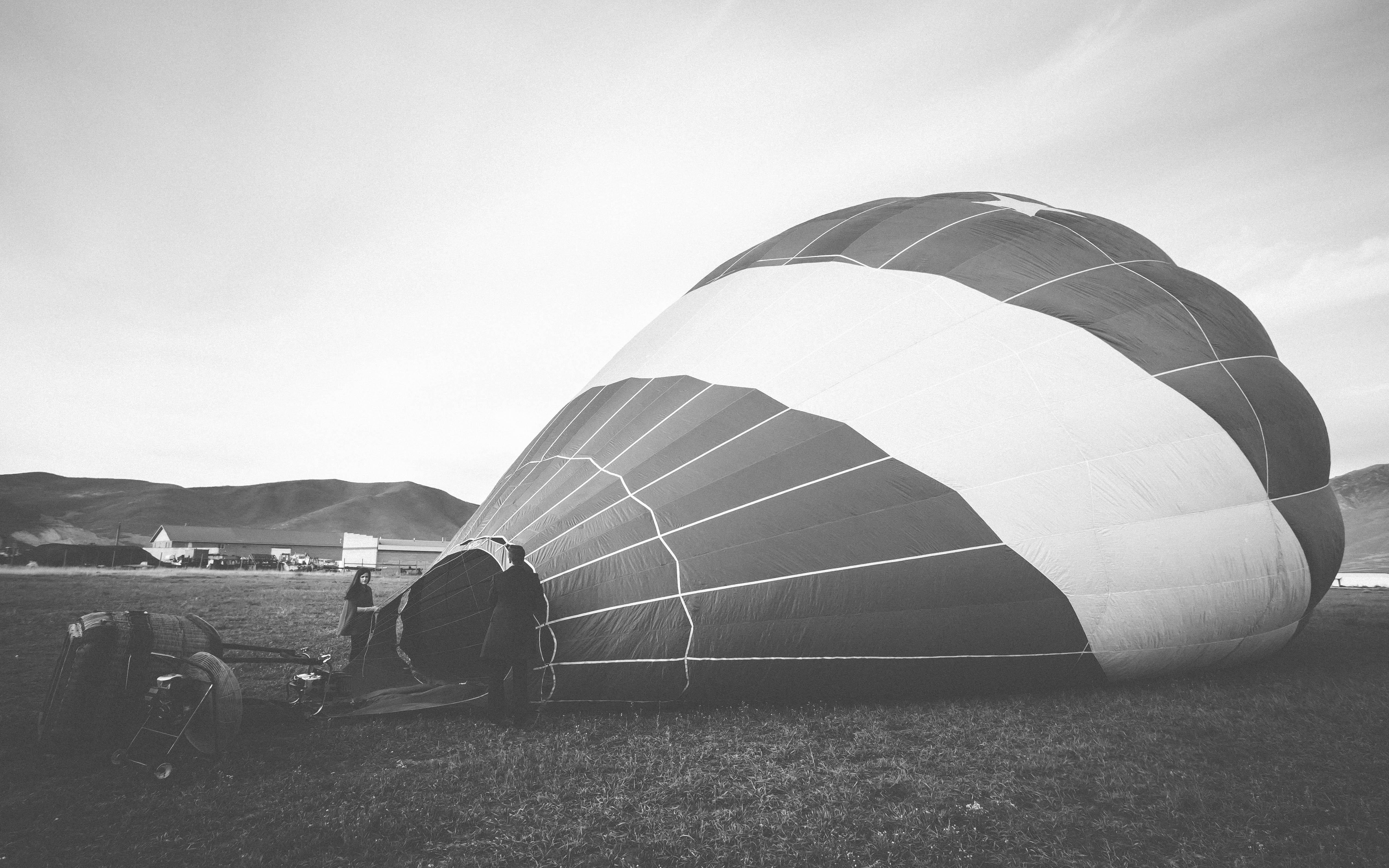 Naked hot air balloon tell