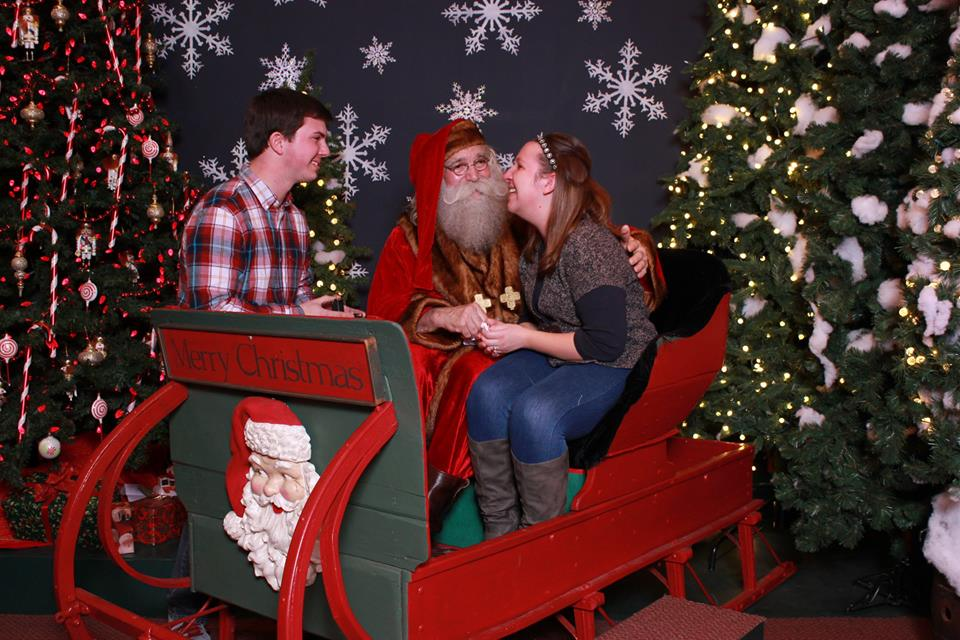 Image 5 of Santa Clause Helps This Guy Propose