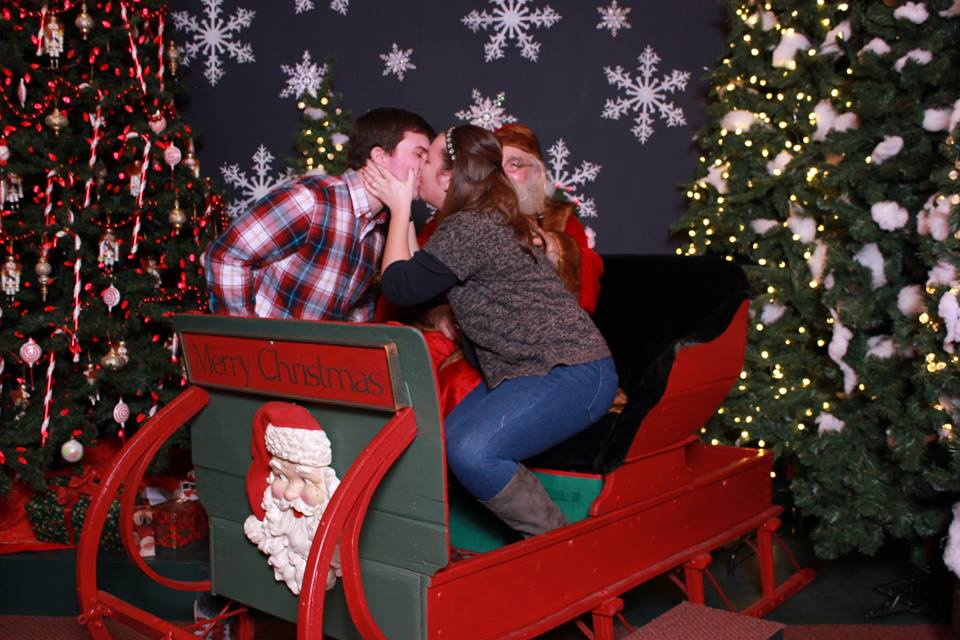 Image 1 of Santa Clause Helps This Guy Propose