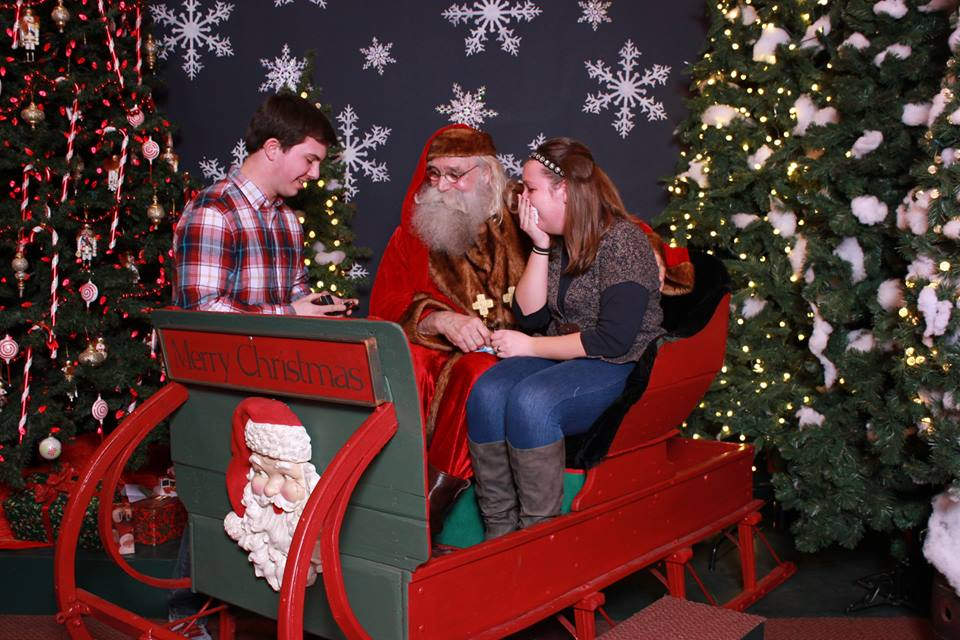 Image 4 of Santa Clause Helps This Guy Propose