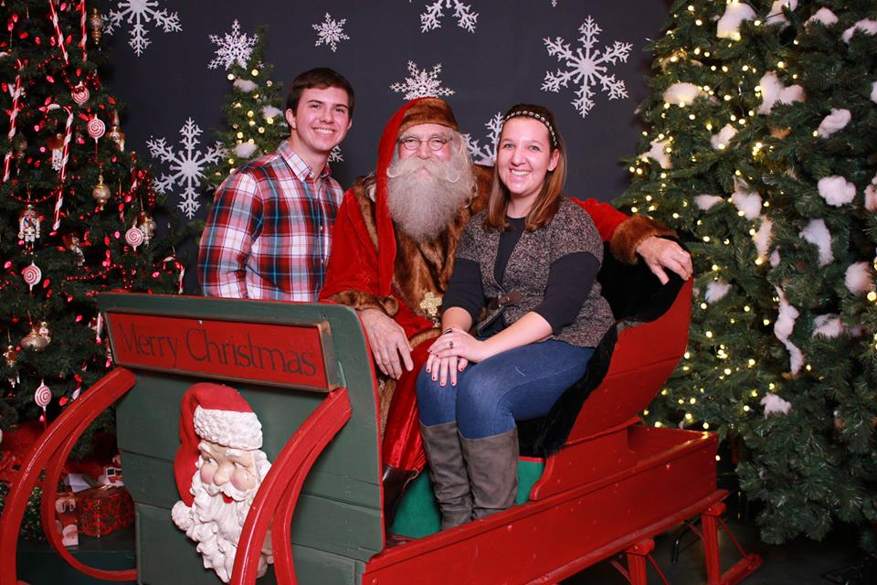 Santa Clause Helps This Guy Propose
