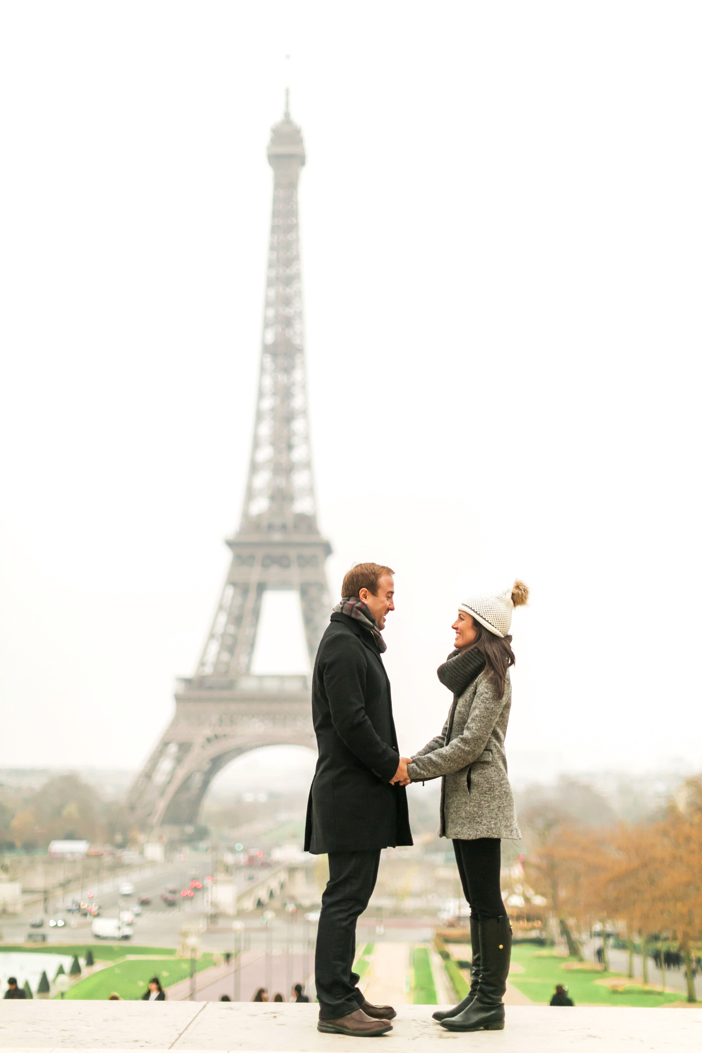 amazing marriage proposal in paris at eiffel tower-05
