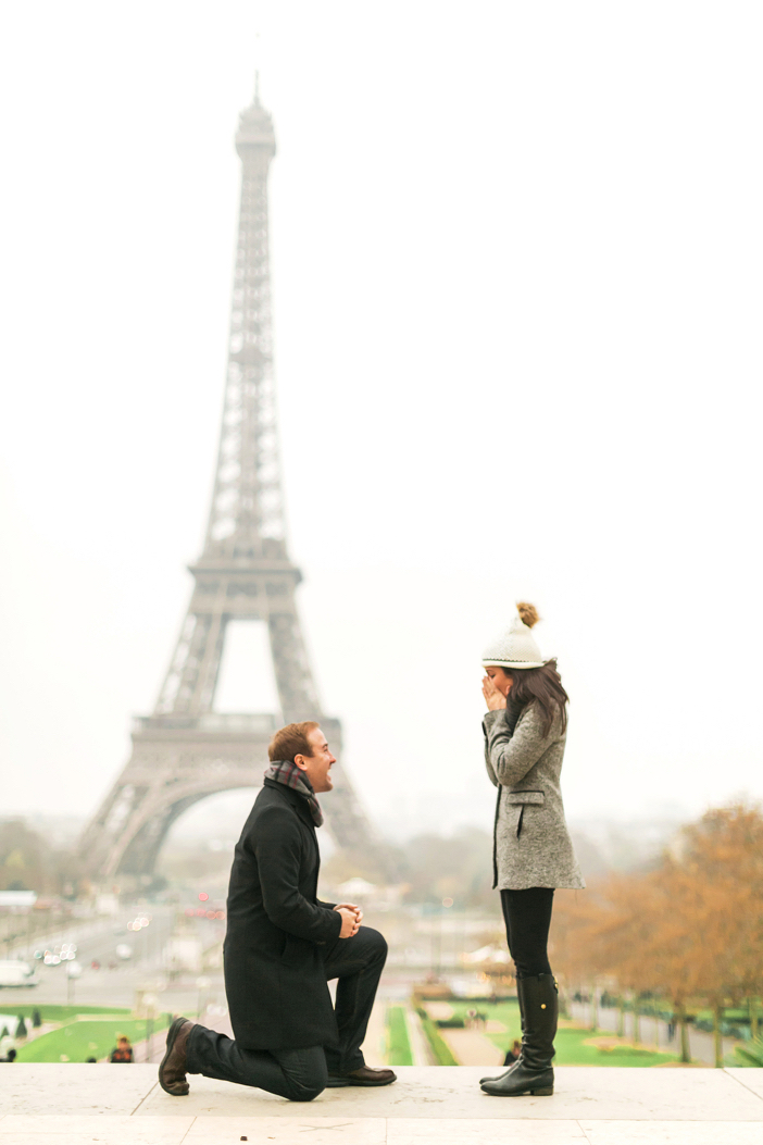 amazing marriage proposal in paris at eiffel tower-10