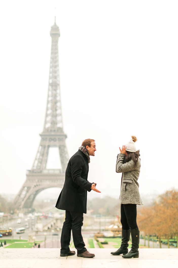 amazing marriage proposal in paris at eiffel tower-27