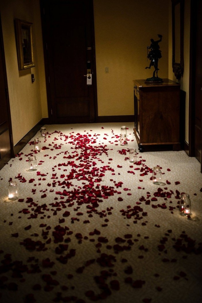 Rose petals on bed ideas the image kid for Bed decoration with rose petals