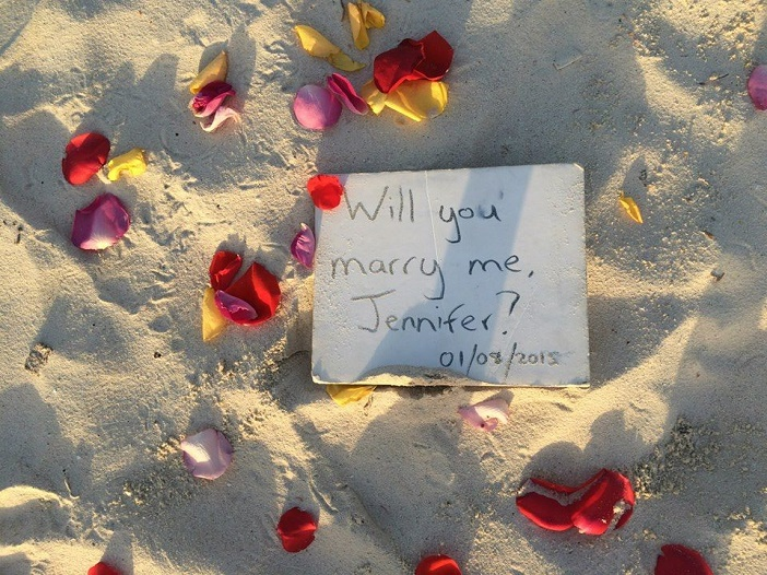 Romantic Video Proposal on the beach (3)