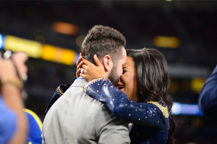 st louis rams marriage proposal_ cheerleader proposal on field_1