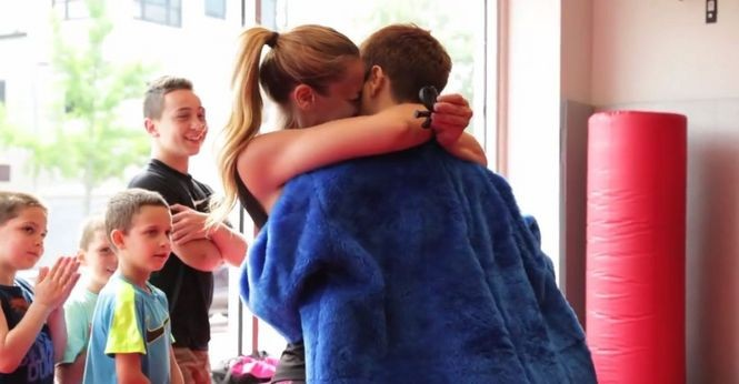 Girl Proposes to Girlfriend at Kickboxing Class (6)