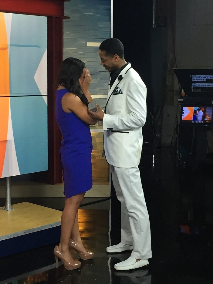 News Anchor Gets Engaged on Air (8)