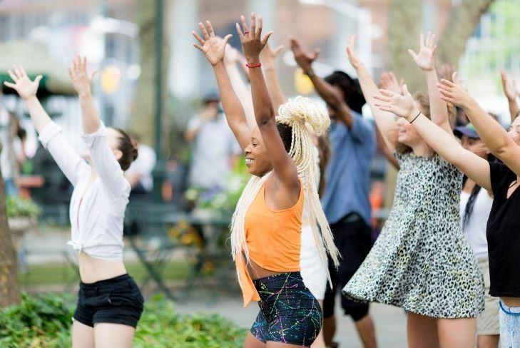Image 3 of Elizabeth and Michael's Amazing Bryant Park Flash Mob Proposal