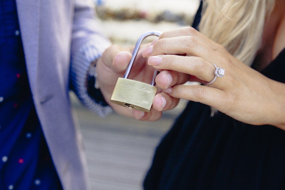 Love Lock Marriage Proposal in Paris_11