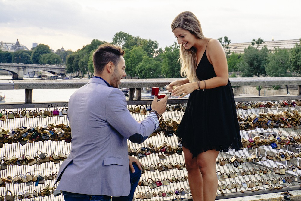 Love Lock Marriage Proposal in Paris_8