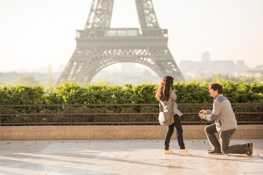 Romantic Marriage Proposal in Paris_3