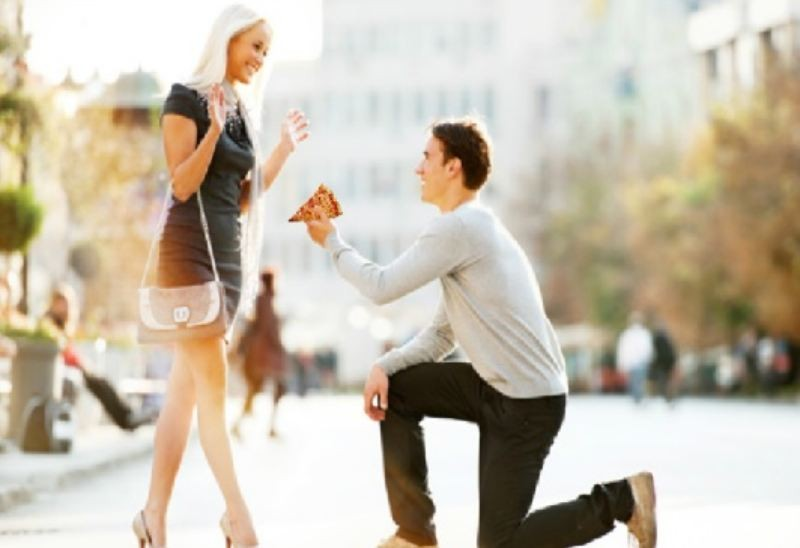 Image 6 of Proposal Photos Are Way Better When Engagement Rings Are Replaced With Pizza