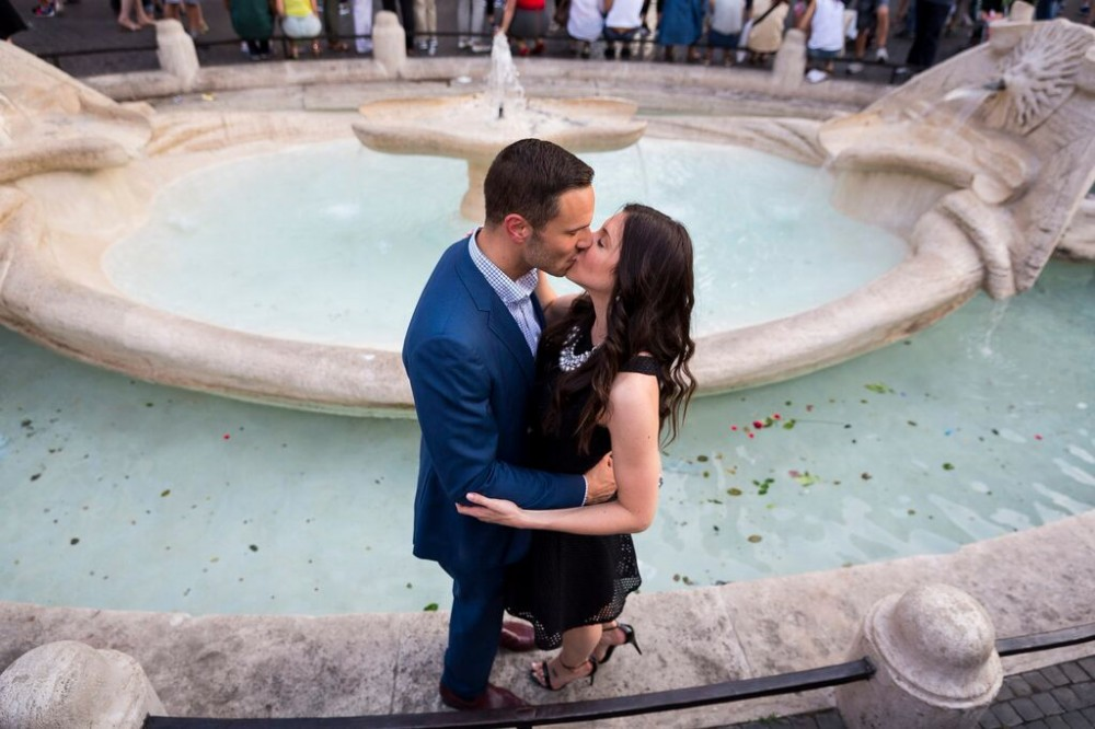 kissing near fountain
