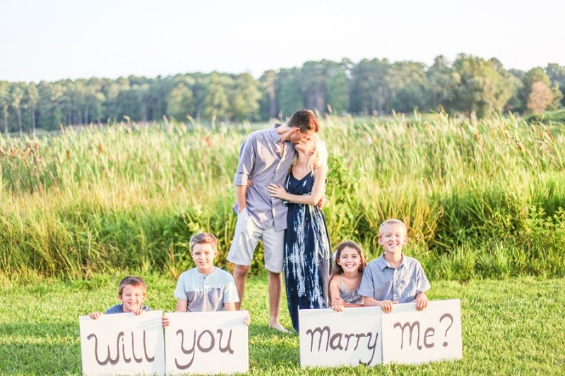 Image 4 of Carla and Daniel's Surprise Proposal During a Family Photoshoot