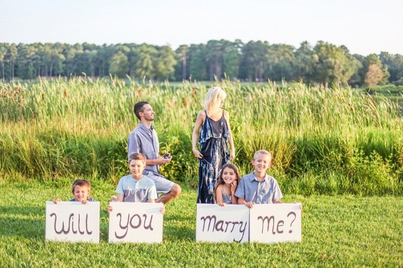Image 6 of Carla and Daniel's Surprise Proposal During a Family Photoshoot