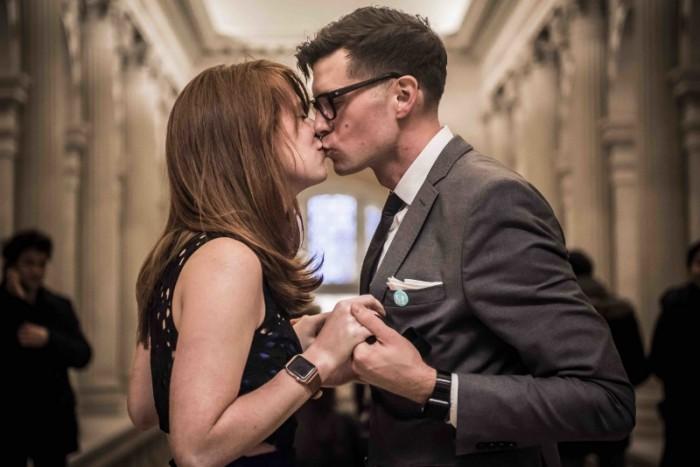 marriage proposal at the Metropolitan Museum of Art (1)