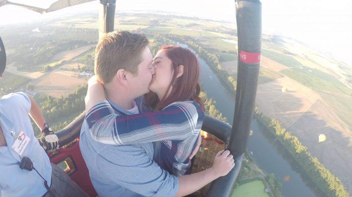 Balloon_Kiss