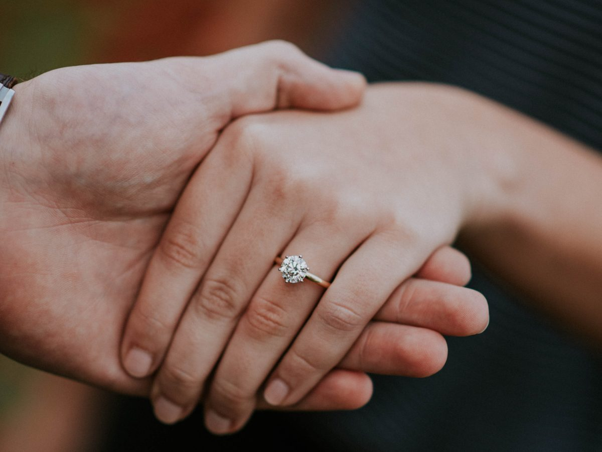 Image 3 of 9 Funny Ways to Get Him to Propose