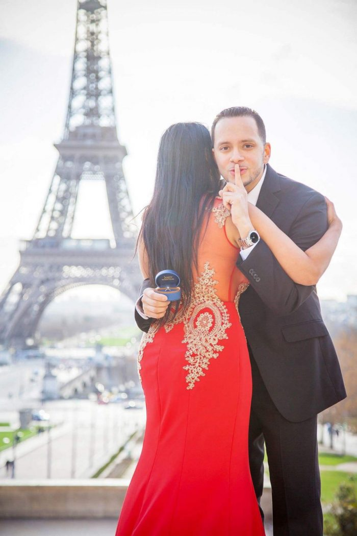 Where to Propose in París, France in front of the Eiffel Tower