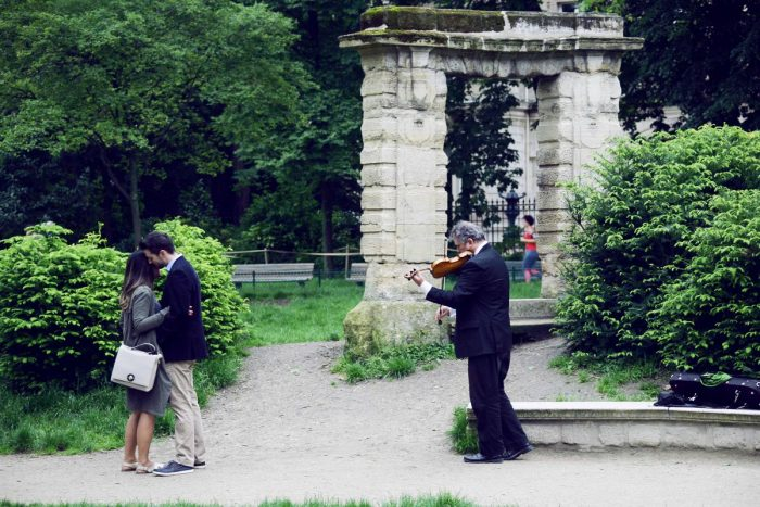 Wedding Proposal Ideas in Parc Monceau in Paris