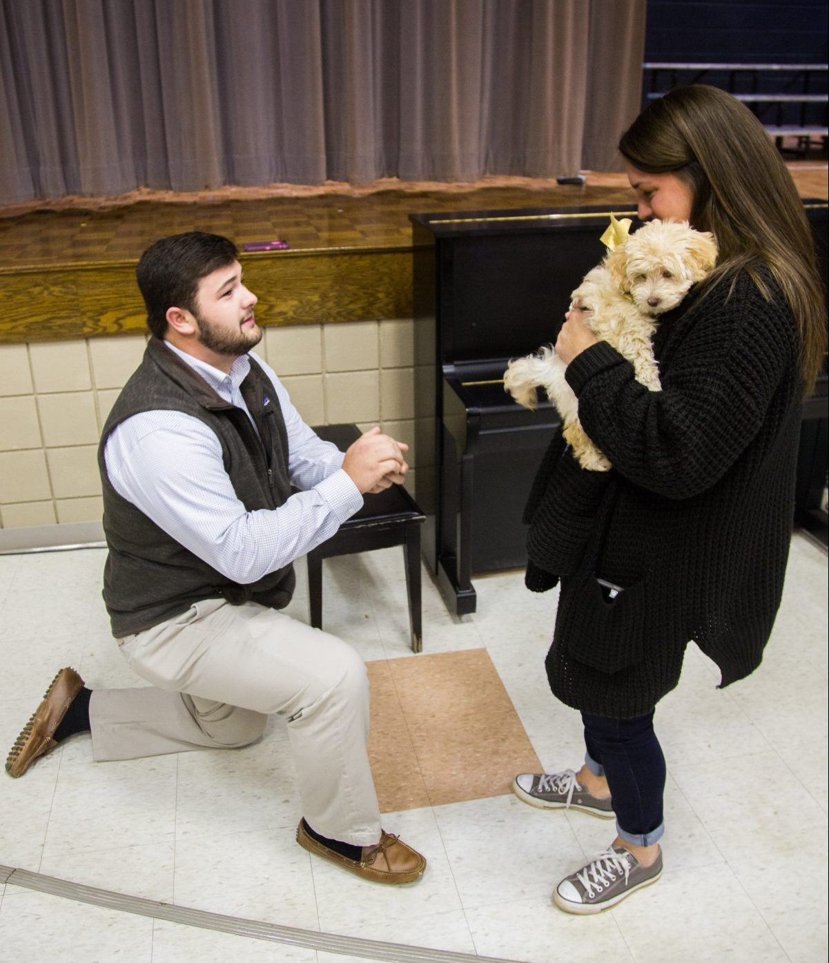 Chestnut Elementary: Teacher's Students Help With Adorable PUPPY Proposal