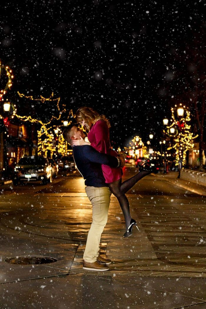 Holiday marriage proposal ideas in the snow