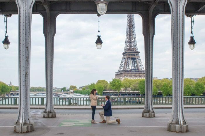 Marriage Proposal Ideas in Pont de Bir-Hakeim, Paris, France