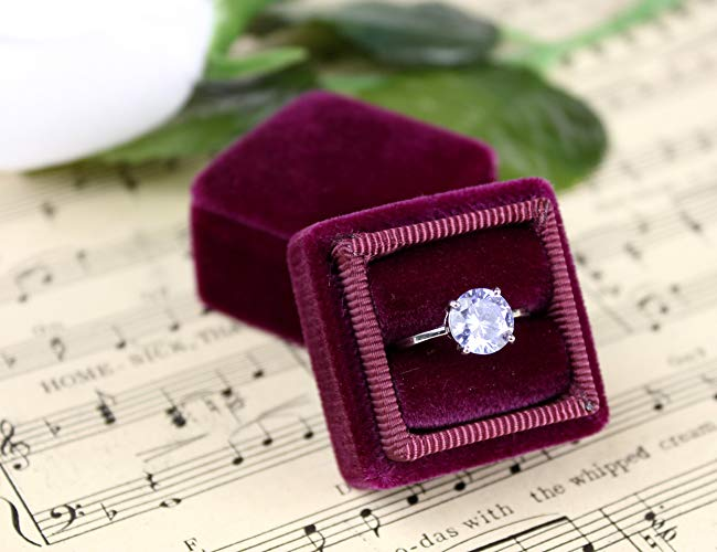 with white ring bed Ideal as wedding or engagement box Clear crystal ring box