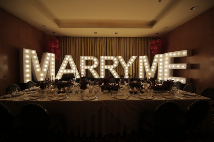 Engagement Proposal Ideas in A dinner surprise at fourseason hotel